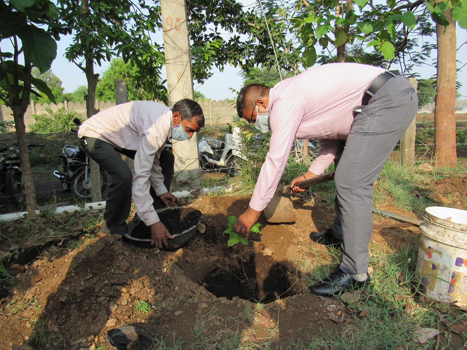 vaagdhara-ambulance-service-for-community-4